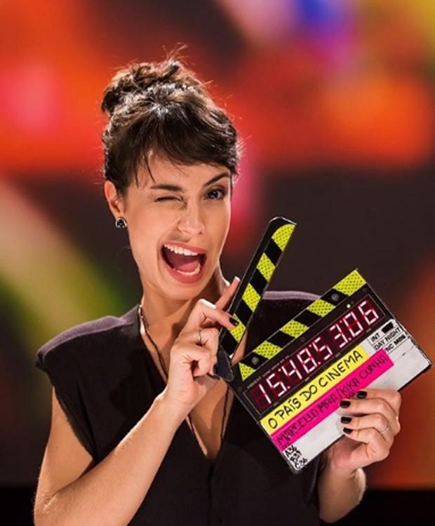 Andreia Horta nos bastidores de gravação d programa O País do Cinema (Foto: Reprodução/Instagram)