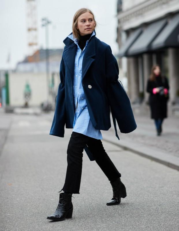 Mais moderada: adote a bota cowboy em versão curta com calça flare cropped (Foto: Imaxtree)