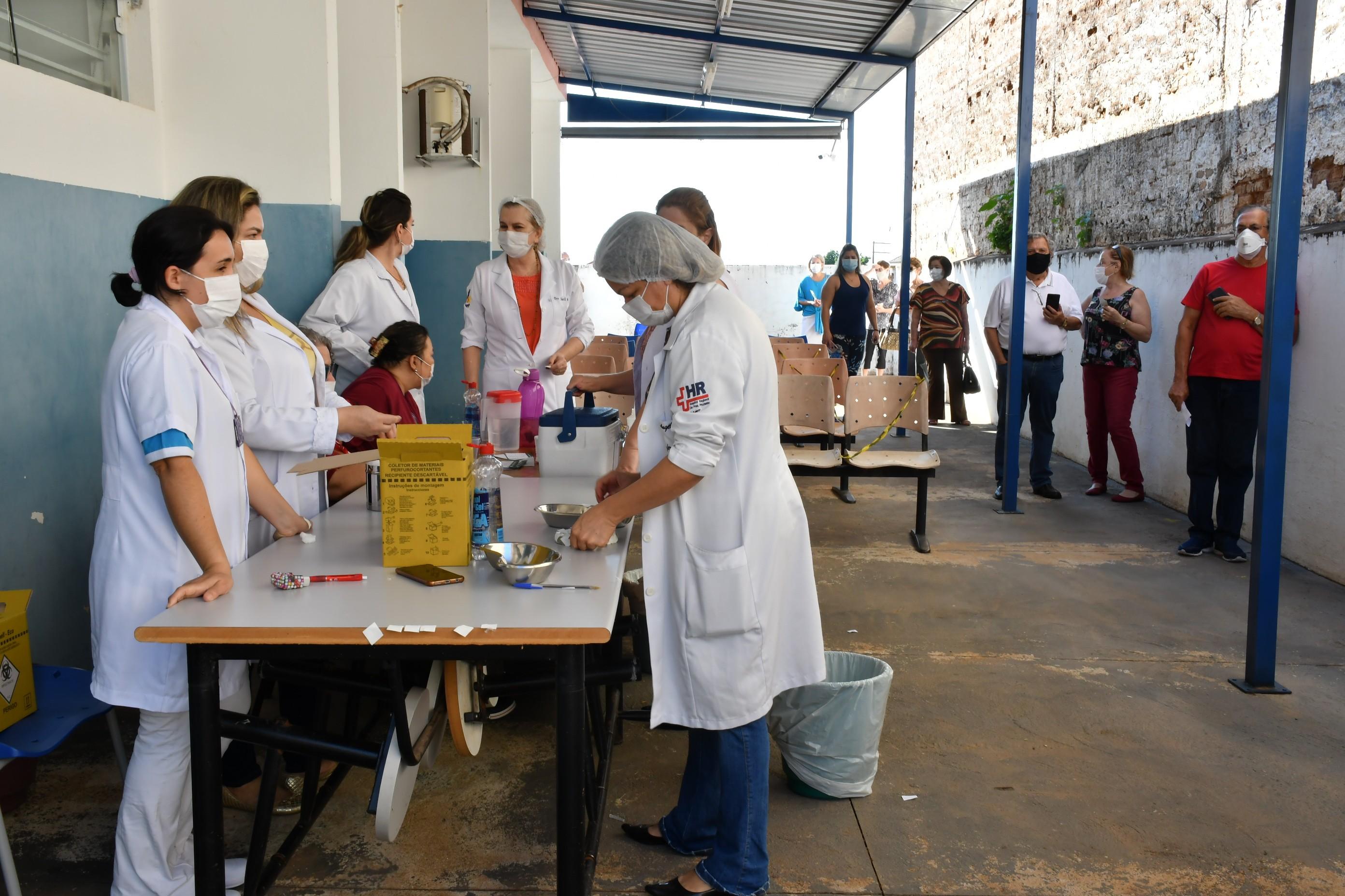 Vacinação de idosos entre 60 e 62 anos é antecipada para esta quarta-feira em Presidente Prudente