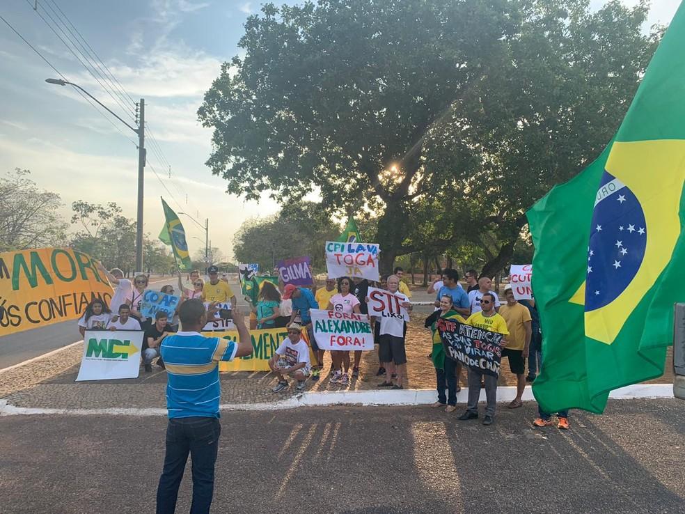 Manifestação em apoio ao governo em Palmas — Foto: Lucas Machado/TV Anhanguera