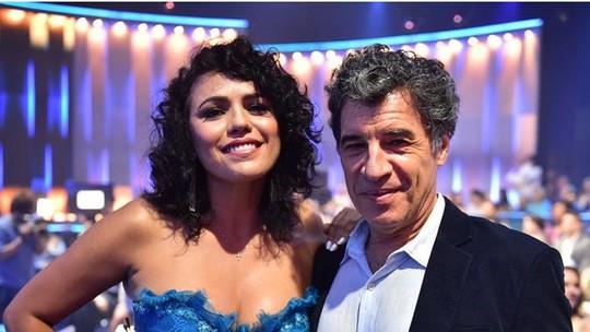 Paulo Betti exalta inteligência e beleza da namorada Dadá Coelho e elogia seu bom humor: 'Me faz rir'