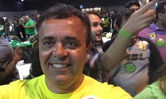 Pocurador em ato de campanha de Flávio Bolsonaro