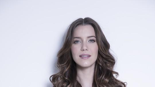 Nathalia Dill revela o que tem em comum com Elisabeta: 'O sonho e a vontade'
