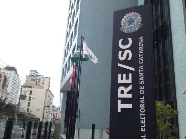 TRE-SC, em Florianópolis, no dia do segundo turno das Eleições municipais 2012 (Foto: João Lucas Cardoso, G1)