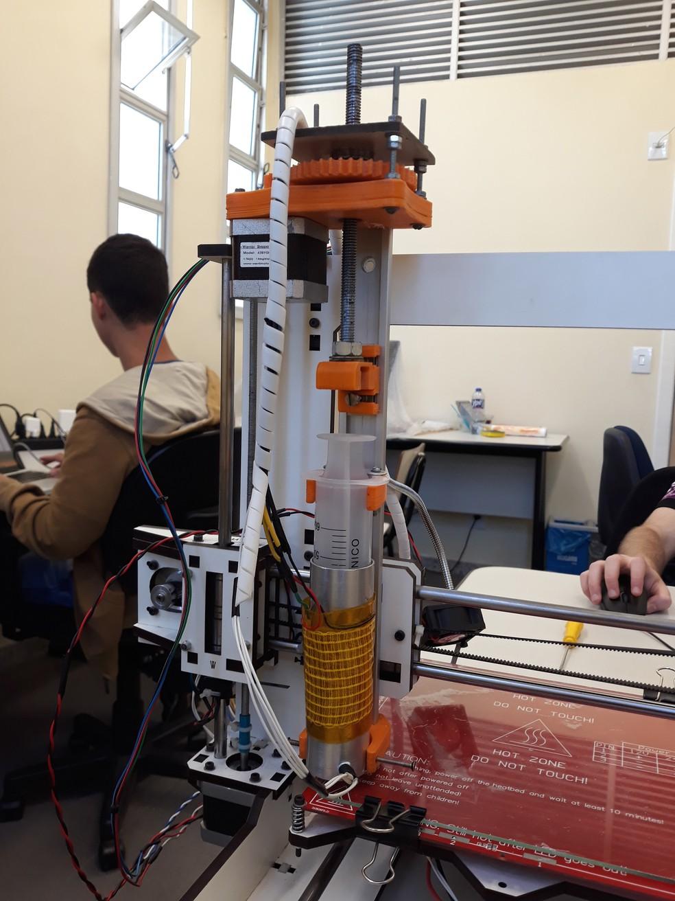 Impressora 3D desenvolvida por alunos do Cefet em Belo Horizonte — Foto: Carolina Kuroda/Arquivo pessoal