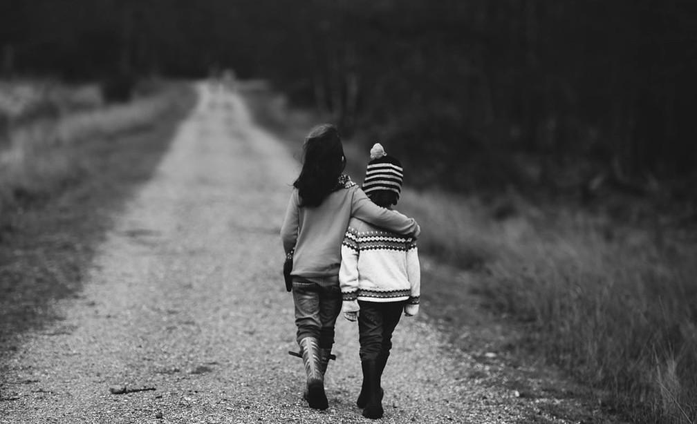 """Em vez de perguntar """"está tudo bem?"""" o tempo todo, tente observar seu filho para obter informações extras — Foto: Pixabay"""