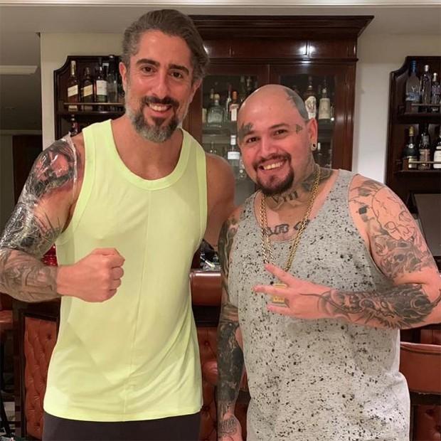 Marcos Mion e o tatuador Chico Morbene (Foto: Reprodução/Instagram)