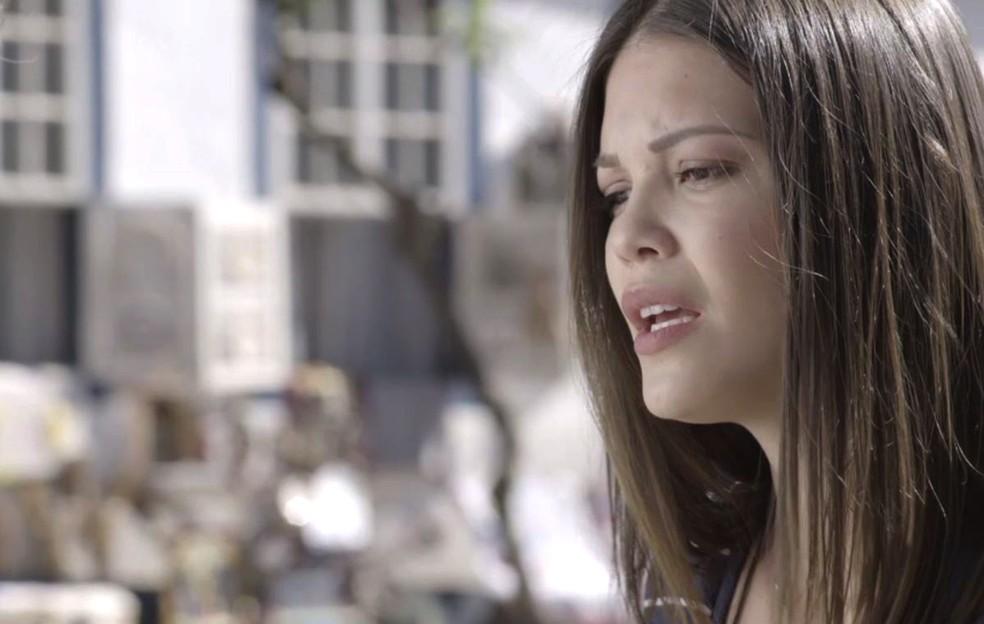 Cris fica muito confusa com esse encontro — Foto: TV Globo