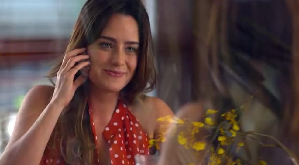 Ana (Fernanda Vasconcellos) aceita convite de Lucio (Thiago Lacerda) em 'A Vida da Gente' — Foto: Globo