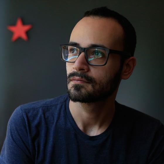 O técnico administrativo Bruno Raphael Masetto diz que se filiou recentemente ao PT em gesto simbólico para marcar posição (Foto: EDILSON DANTAS/AGÊNCIA O GLOBO)