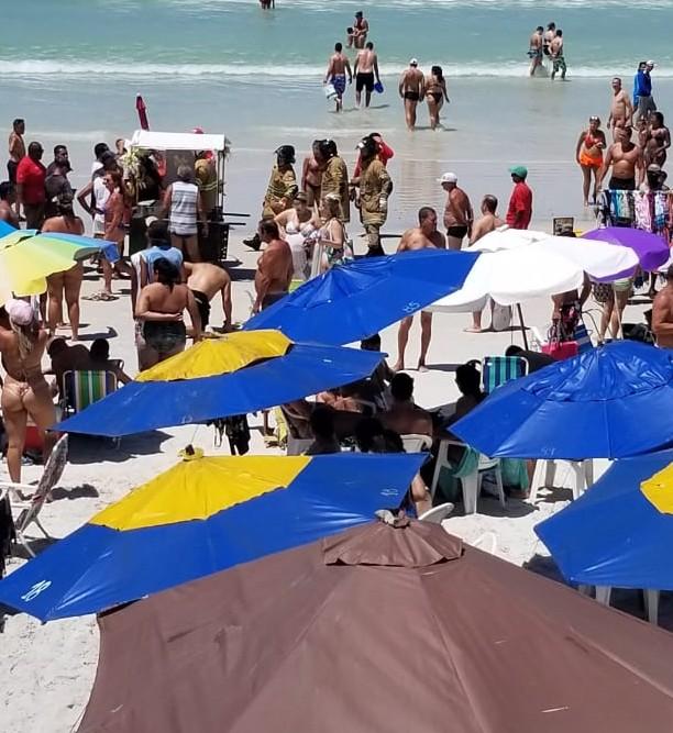 Botijão de gás pega fogo em barraca na praia de Cabo Frio, RJ, e assusta banhistas  - Notícias - Plantão Diário