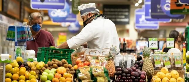 Consumidores em supermercado da Zona Sul do Rio de Janeiro