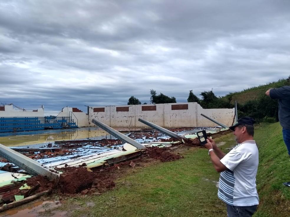 Ginásio desabou em Paraíso, SC. — Foto: Ricardo de Souza/ Portal Peperi