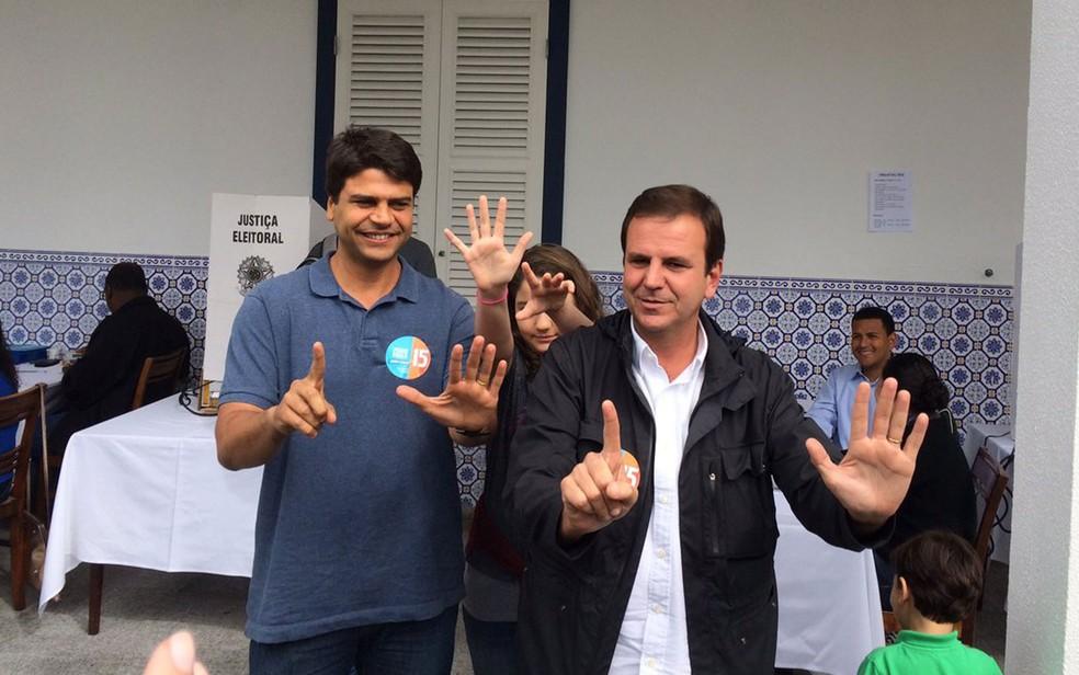 Pedro Paulo e Eduardo Paes durante campanha em 2016 (Foto: Alba Valéria Mendonça / G1 Rio)