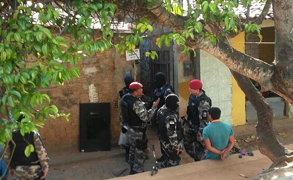 irmãos, Joel e Eduardo foram presos em setembro de 2015 na Favela do Mosquito, no bairro das Quintas, Zona Oeste de Natal (Foto: Ediana Miralha/Inter TV Cabugi)