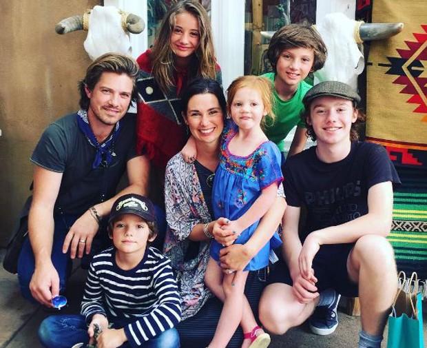 Taylor Hanson com sua família (Foto: Reprodução/Instagram)