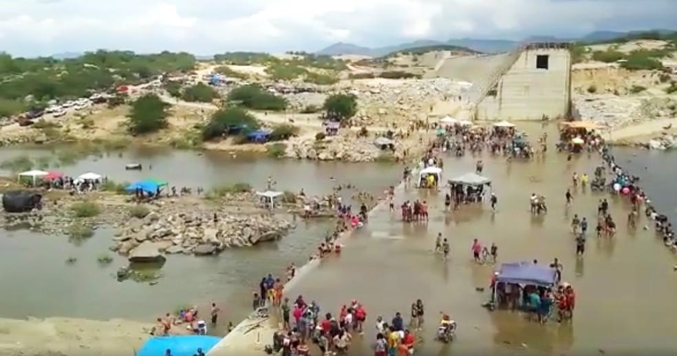 Barragem de Oiticica, em Jucurutu, tornou-se uma das principais áreas de lazer da região  — Foto: Edilson Silva