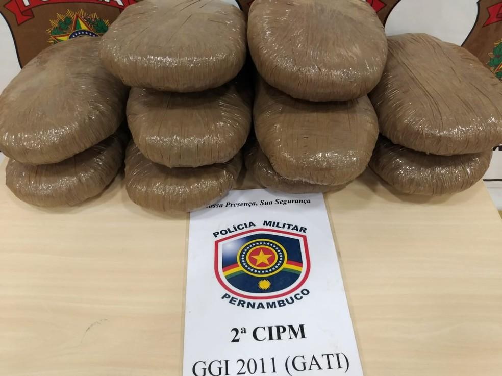 A droga foi apreendida na BR-116. (Foto: Divulgação/ Polícia Militar)