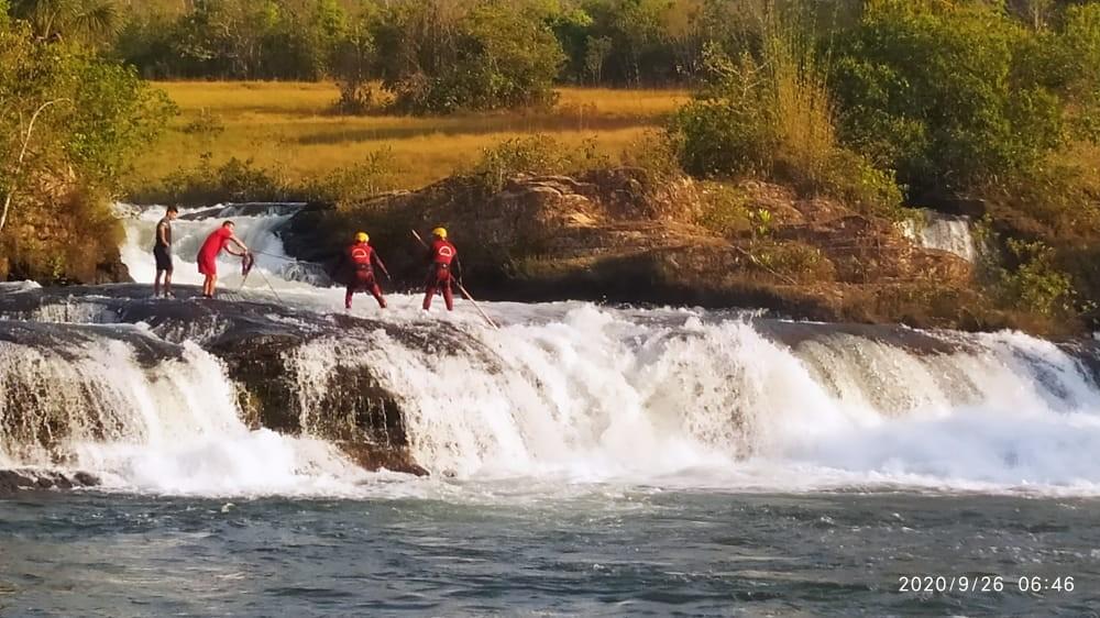 Banhista se afoga e desaparece durante passeio em cachoeira em MT