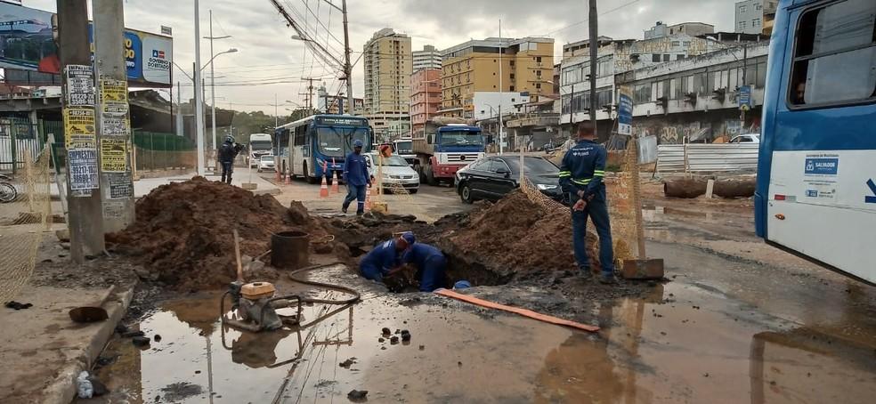 Trânsito lento na Sete Portas na manhã desta sexta-feira (14) — Foto: Cid Vaz/TV Bahia