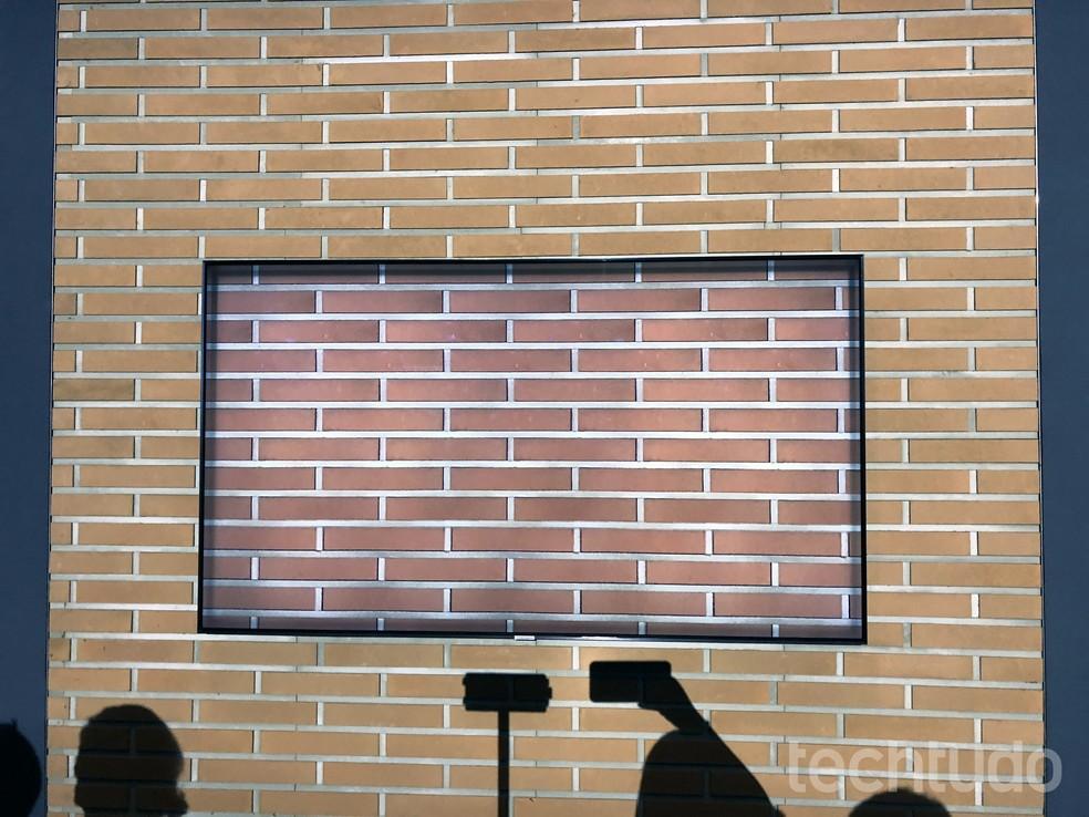 TVs Samsung QLED de 2018 são capazes de reproduzir o ambiente (Foto: Anna Kellen Bull/TechTudo)