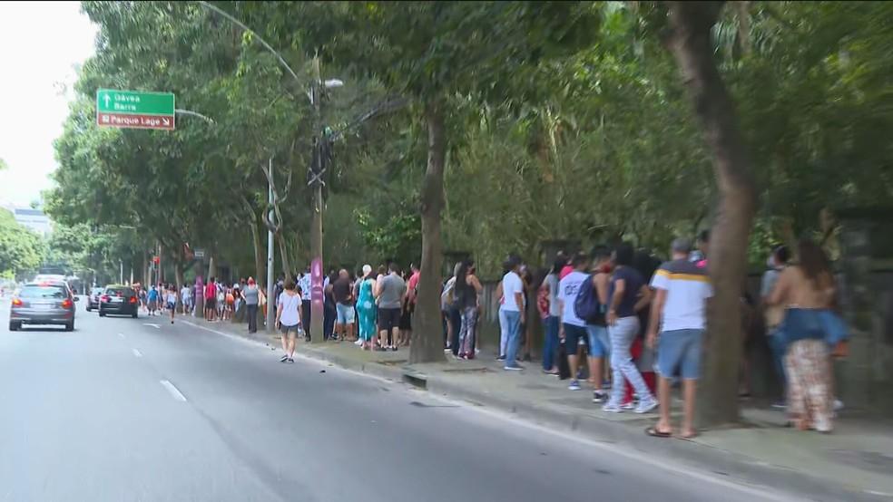 Fila para entrar no Parque Lage — Foto: Reprodução/TV Globo