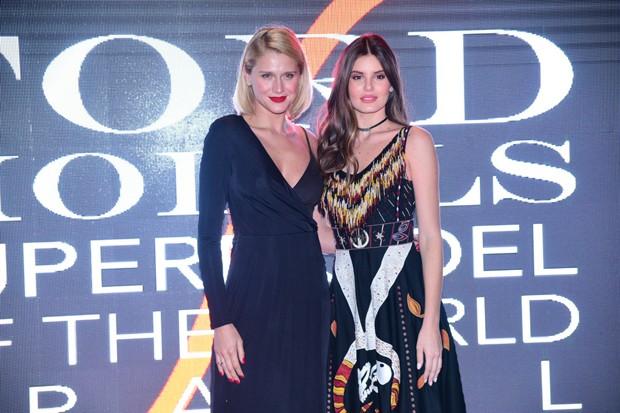 Camila Queiroz e Celina Locks (Foto: Leo Franco / AgNews)