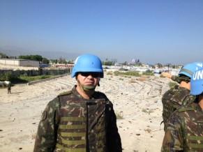 Major Serejo reconhecendo o terreno no Haiti antes de ir por seis meses (Foto: Divulgação/Forças Armadas Brasileiras)