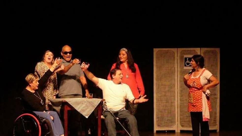 Peça sobre deficientes físicos traz informação para o Teatro Sesi de Mogi das Cruzes. (Foto: Luiz Felicio/ divulgação)
