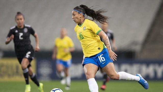 Bia Zaneratto em ação contra o Mèxico: três gols na Arena Corinthians