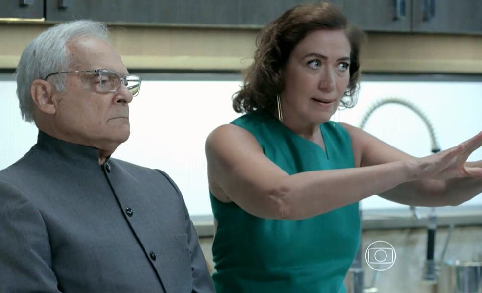 Maria Marta (Lilia Cabral) diz a José Alfredo (Alexandre Nero) que não admite que Silviano (Othon Bastos) saia da mansão - 'Império' — Foto: Globo