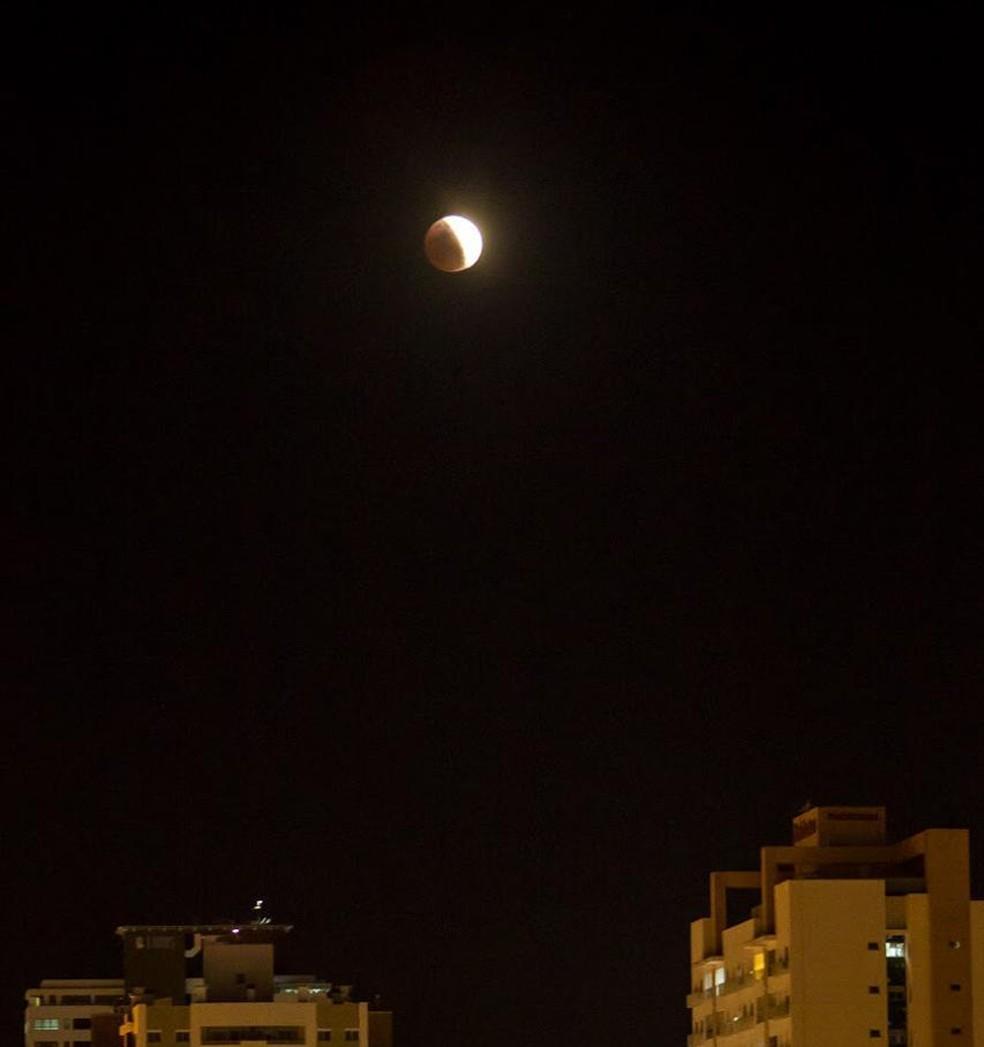 Eclipse é visto de Palhoça, na Grande Florianópolis. — Foto: Adriel Douglas/Arquivo pessoal