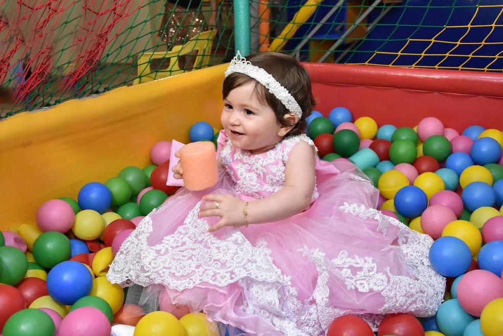 Maria Helena teve evolução natural até um ano e dois meses até família descobrir a Síndrome em Rifaina, SP — Foto: Divulgação/Arquivo Família