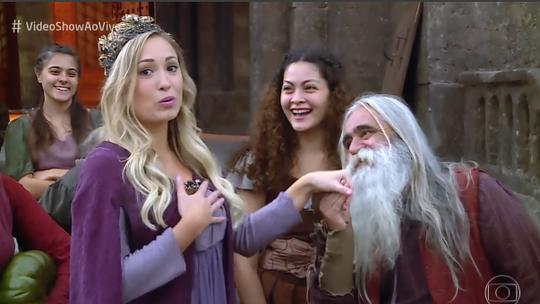 Jéssica, do BBB18, vive um dia de princesa nos bastidores de 'Deus Salve o Rei'