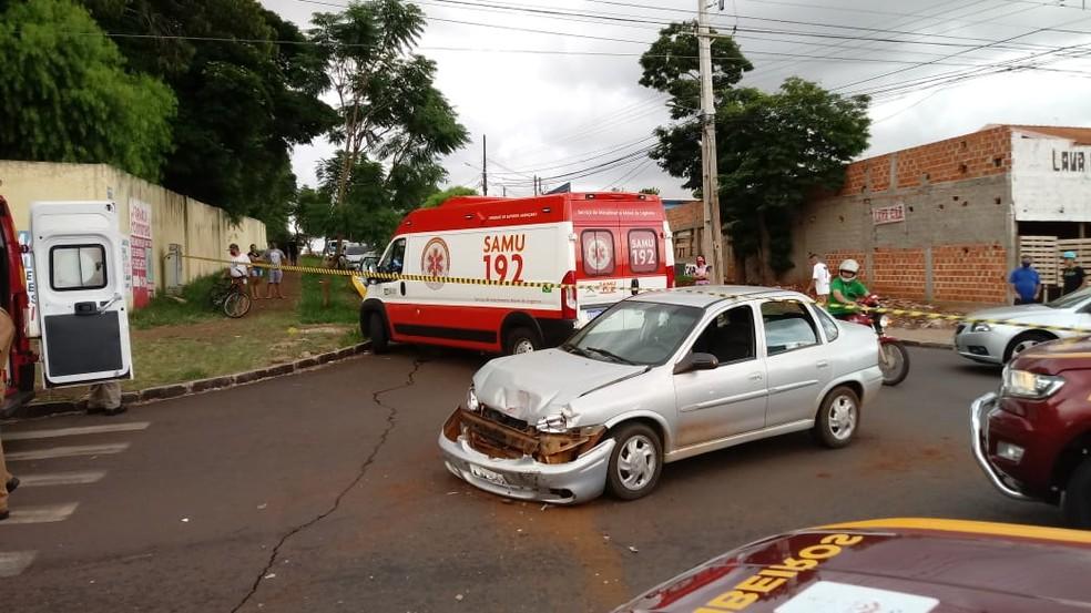 Acidente envolveu três veículos, em Cascavel — Foto: Hugo Mendes/RPC