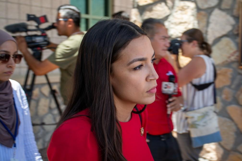 Deputada Alexandria  Ocasio-Cortez visita estação de patrulha de fronteira em El Paso (Texas) — Foto: Julio-Cesar Chavez/Reuters