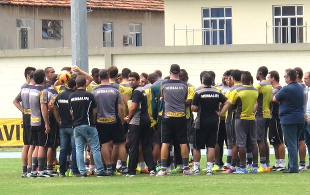 Reunião treino Botafogo engenhão (Foto: Thales soares)