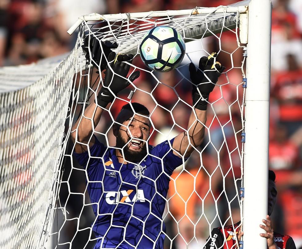 Alex Muralha voltou ao gol do Flamengo neste domingo  (Foto: André Durão)