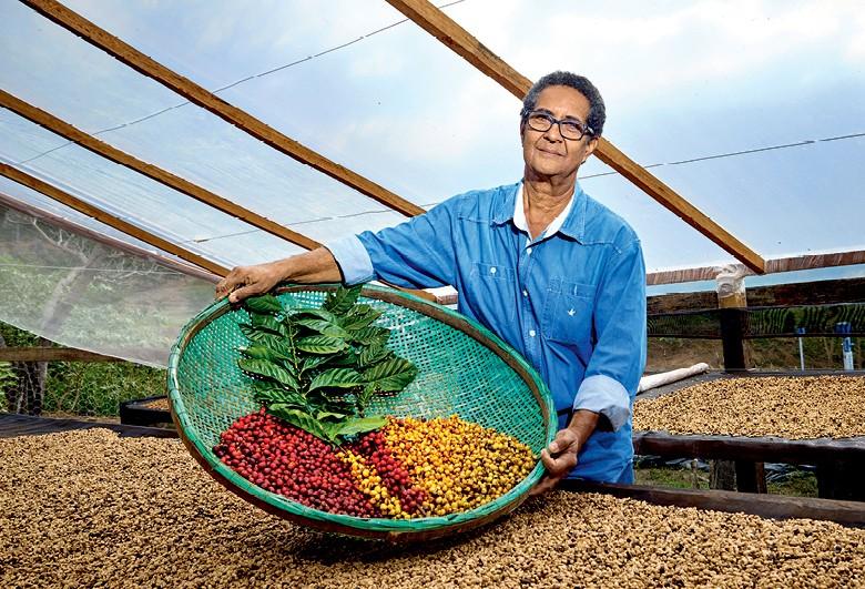 Café - Luís Carlos Gomes, produtor de arábica e conilon em Santa Teresa (ES) (Foto: Ronaldo Rufino/Ed. Globo)