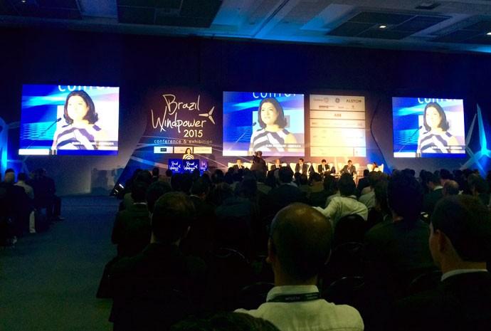 Presidente executiva da Abeeólica, Associação Brasileira de Energia Éolica, Elbia Melo, fala em conferência.