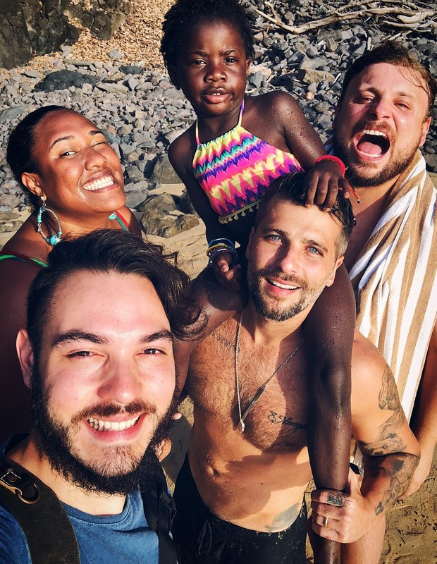 Bruno Gagliasso com Titi e amigos (Foto: Reprodução/Instagram)