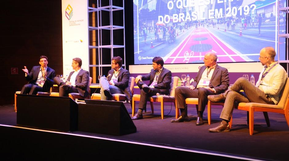 Participantes da palestras de expectativas sobre o Brasil do ano que vem no Trendwatching (Foto: Rafael Jota)