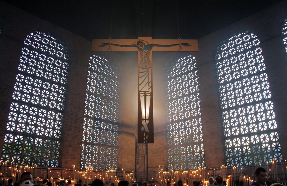 Dia amanhece e ilumina a Capela das Velas em Aparecida — Foto: Carlos Santos/G1