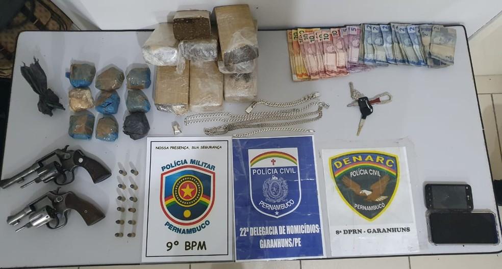 Drogas e armas apreendidas em Garanhuns — Foto: Polícia Civil