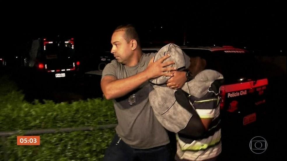 Suspeito quando foi preso  (Foto: Reprodução/TV Globo )