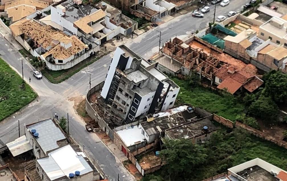 Prédio ainda vazio tombou em Betim. — Foto: Marcelo Lages / TV Globo