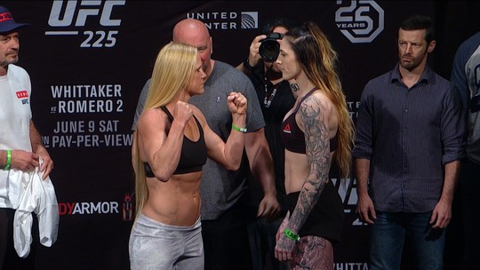Holly Holm e Megan Anderson fazem a pesagem do Peso pena no UFC 225