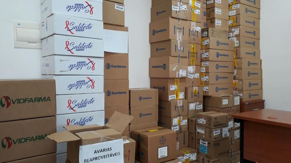 Operação contra fraude no comércio de remédios cumpriu mandados em cinco endereços em Bauru (Foto: Cristiane Paião/TV TEM)
