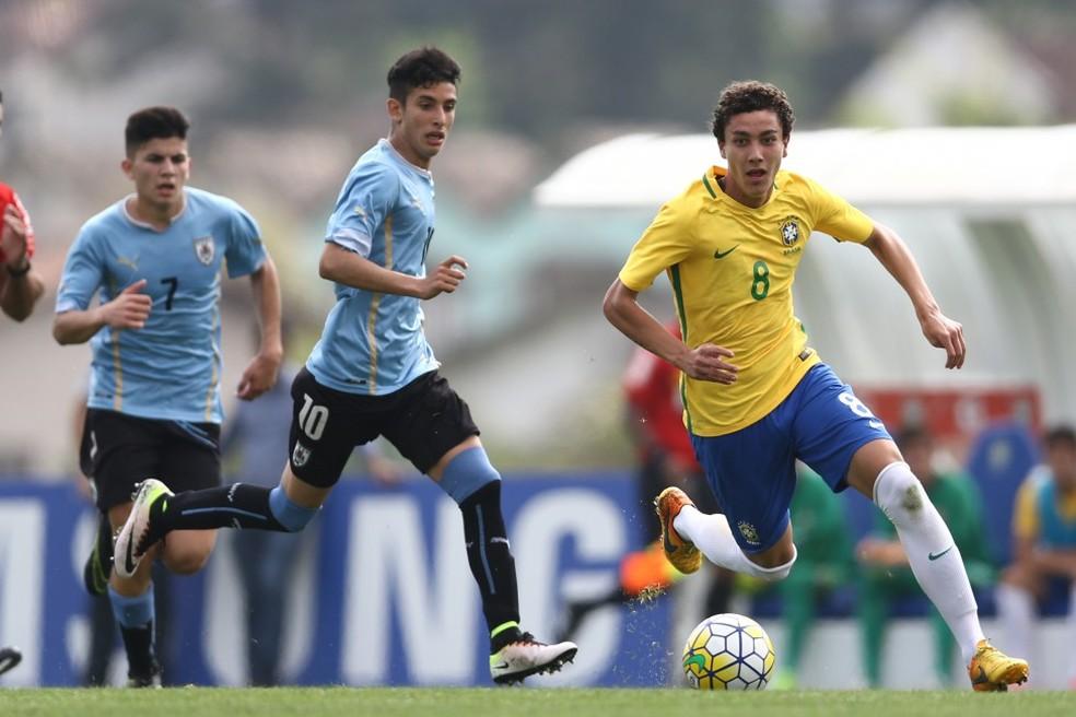 Victor Bobsin veste a camisa da Seleção Brasileira com frequência (Foto: Lucas Figueiredo/CBF)