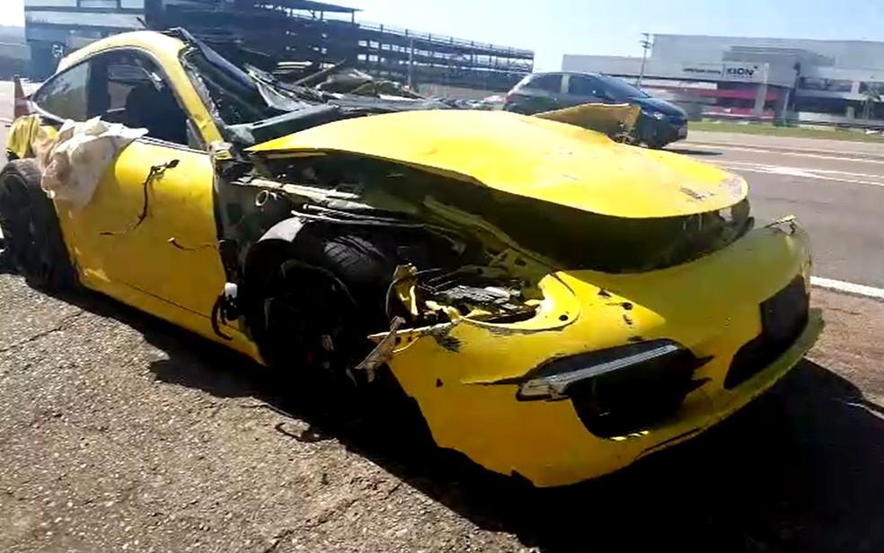 Porsche atingiu animal e capotou na Rodovia Santos Dumont (SP-075), em Indaiatuba; uma pessoa morreu. â?? Foto: Rubinho Queiroz